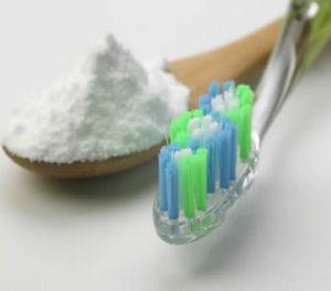 sbiancare denti bicarbonato sodio